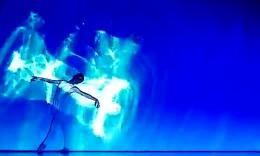 超赞人与光配合的绚丽舞蹈,这个真的炫到爆啊!