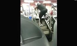 健身室里惊现激情锻炼狂人