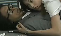 日本美女被男人摸胸全身过程可不是故意的哦