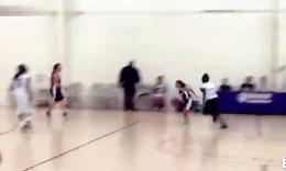 神奇9岁小女孩天才篮球运动员统治高中联赛