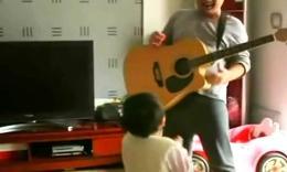 【搞笑】父女同歌对抗赖床老婆