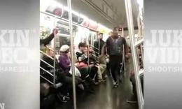 地铁内惊现钢管舞少年,这小哥儿跳的牛逼!舞姿杠杆...