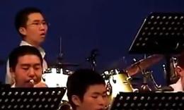 最会抢镜头的鼓手,一个人抢了整个乐队!
