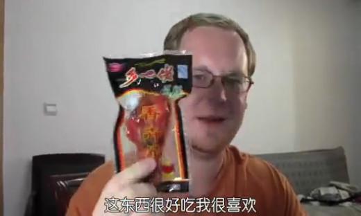 看老外怎么评测中国零食的!