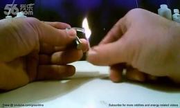 技术宅教你用口香糖纸和电池生火
